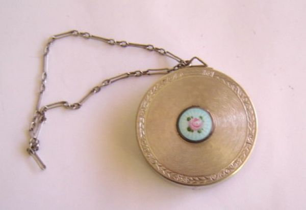 Round silver compact with enamel cartouche