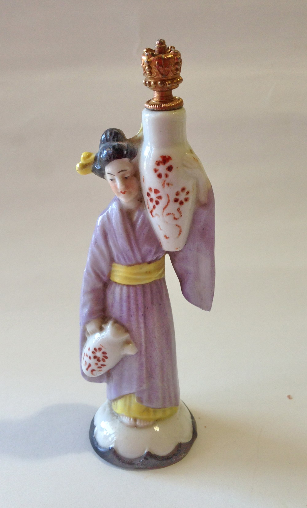 Crown Top - Japanese Lady with urn.